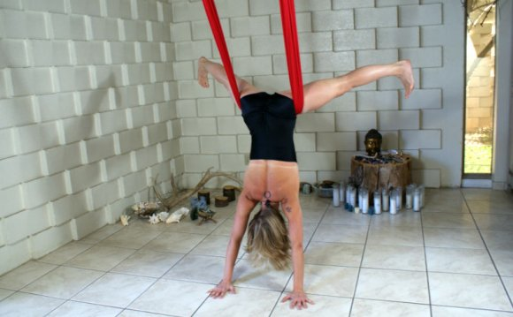 Aerial yoga & dance in