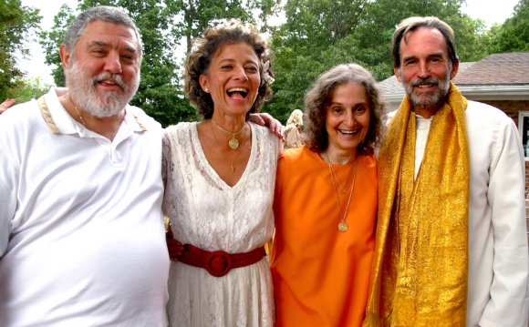 Integral Yoga - Swamis and